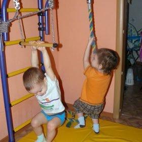 drabinka gimnastyczna z regulowanym drążkiem