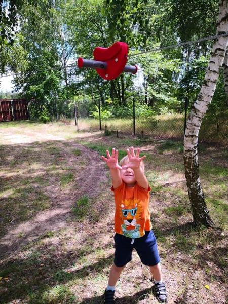 zjazd_linowy_czerwony_dla_dzieci