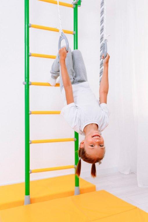 drabinka gimnastyczna Kometa 5 zielona dziewczynka