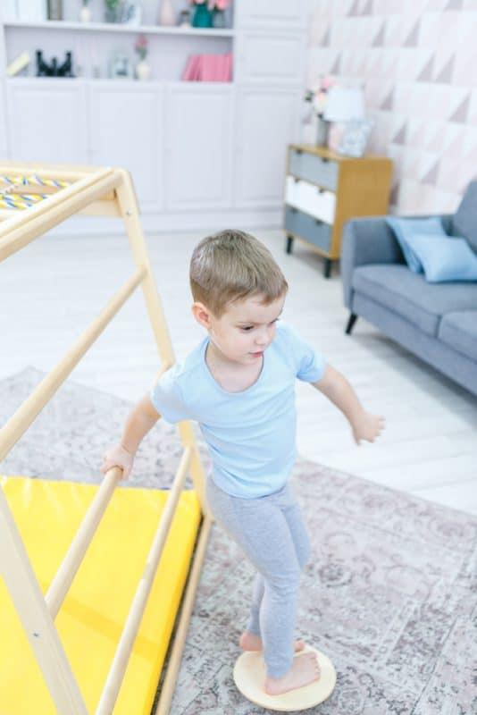 domowy_plac_zabaw_dla_dzieci_domino_game_dysk_balansujacy