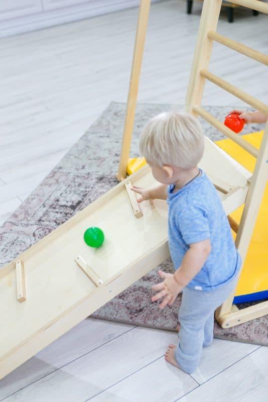 domowy_plac_zabaw_dla_dzieci_domino_game_dziecko