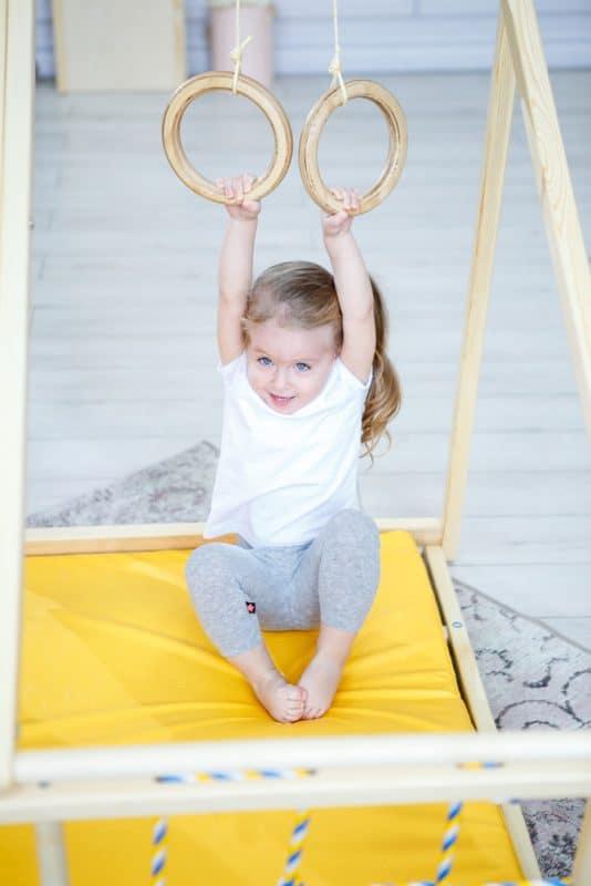 domowy_plac_zabaw_dla_dzieci_domino_kolka_gimnastyczne