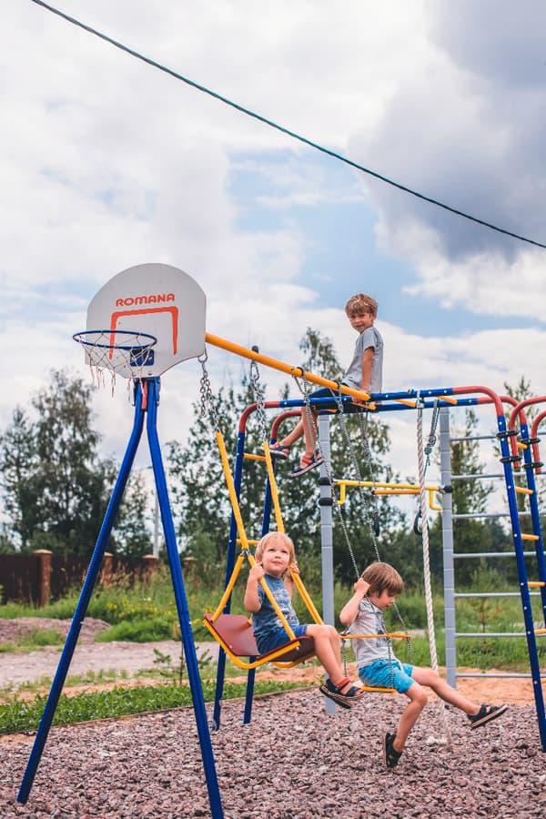 plac_zabaw_do_ogrodu_nowoczesny_kolorowy_dla_dzieci