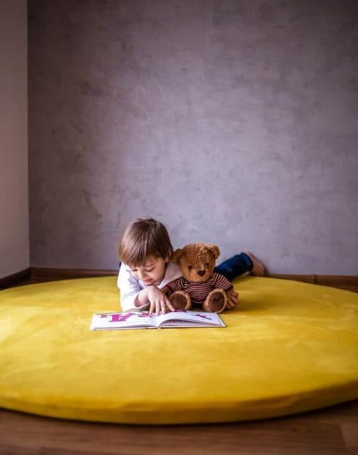 maty_do_zabawy_welurowa_w_pokoju_dzieci