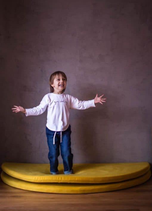maty_do_zabawy_zolte_w_pokoju_dla_dzieci