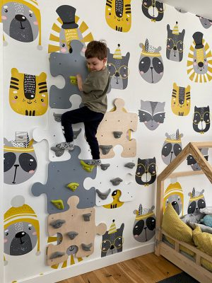 ścianka wspinaczkowa puzzle w pokoju