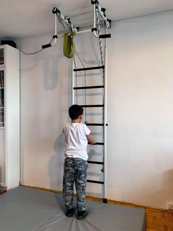 Jak zamontować worek bokserski w domu?