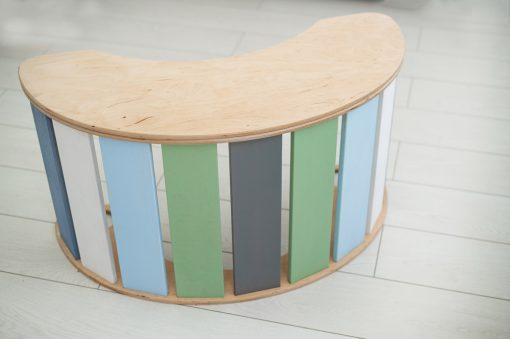 stolik_bujaki_drewniane_kolorowy_zielony_dziewczynka